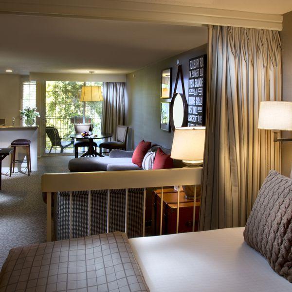 Le Parc Suite - room1