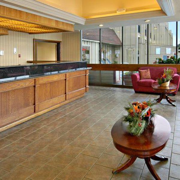 Red Lion hotel Eureka - lobby