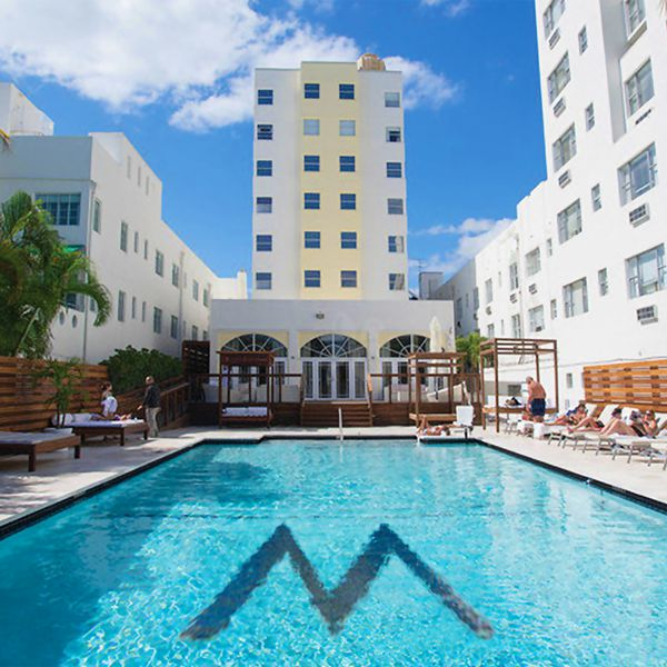 Marseilles Hotel - zwembad 2