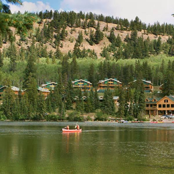 Coast Pyramid Lake Resort - buiten