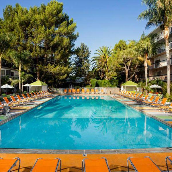 Sportsmens Lodge - pool