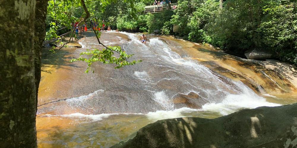 Sliding Rock - Blue Ridge Parkway - Looking Glass Falls - Great Smokey Mountains National Park - Tennessee - Amerika - D