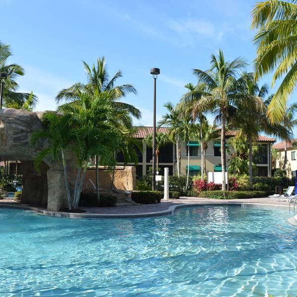 Naples Bay Resort - zwembad 2