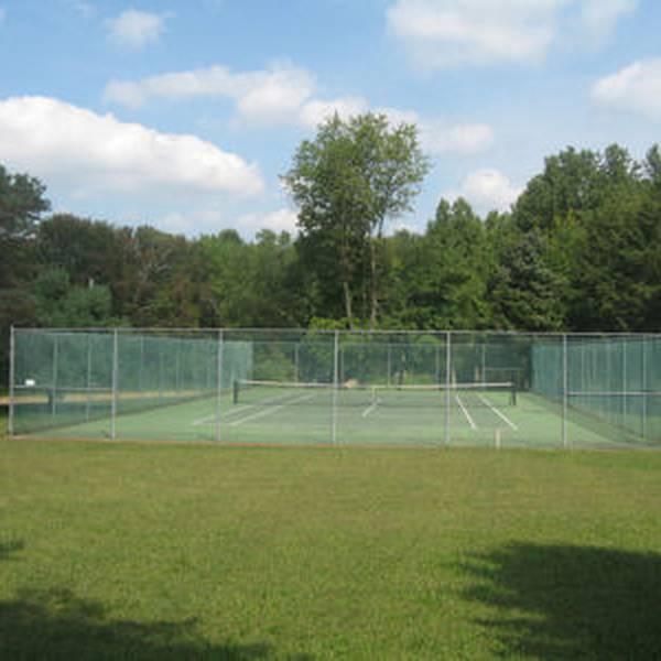 Pine Cone Resort - tennisbaan