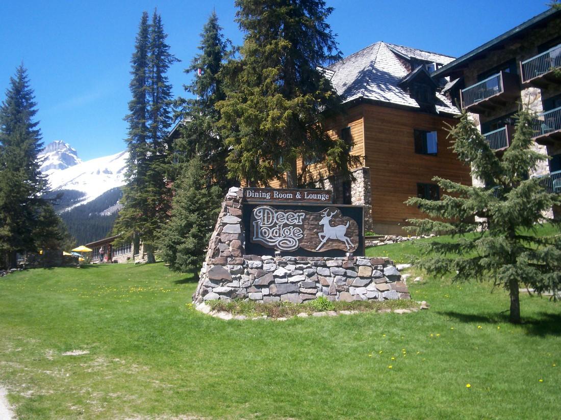 Deer Lodge - Lake Louise - Banff National Park - Alberta - Canada - Doets Reizen