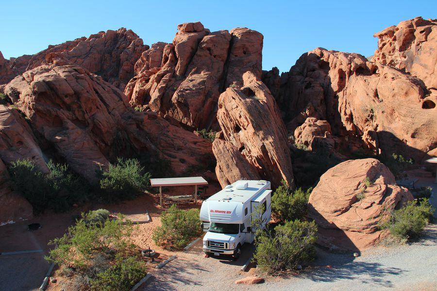 Kamperen met de camper in Valley of Fire State Park, Nevada