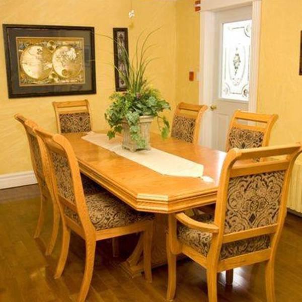 Carriage House Inn dining