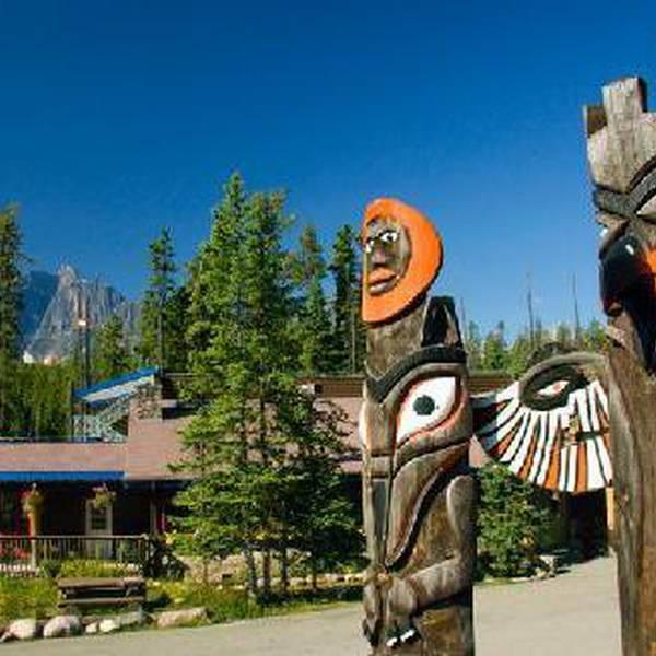 Sunwapta Falls Rocky Mountain Resort - totem