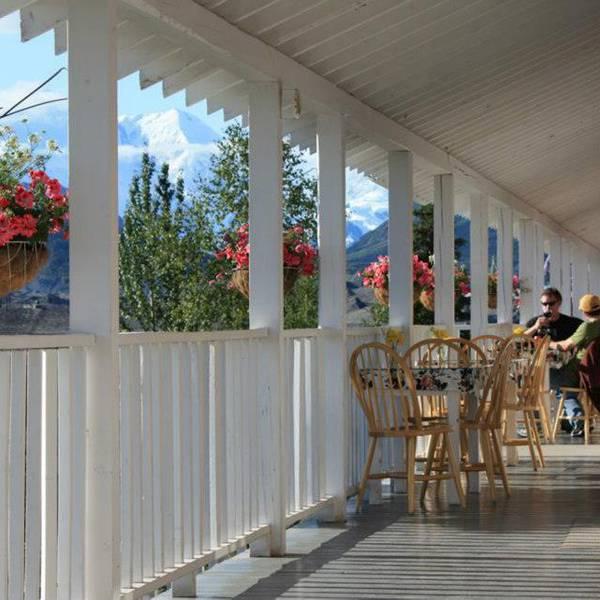 Kennicott Glacier Lodge - patio