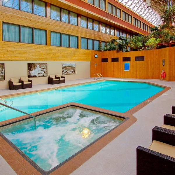 Sawridge Inn - zwembad