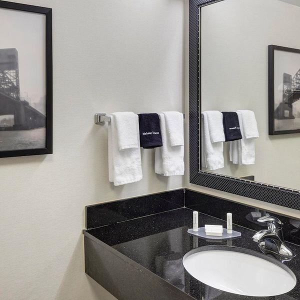Fairfield Inn - Bathroom