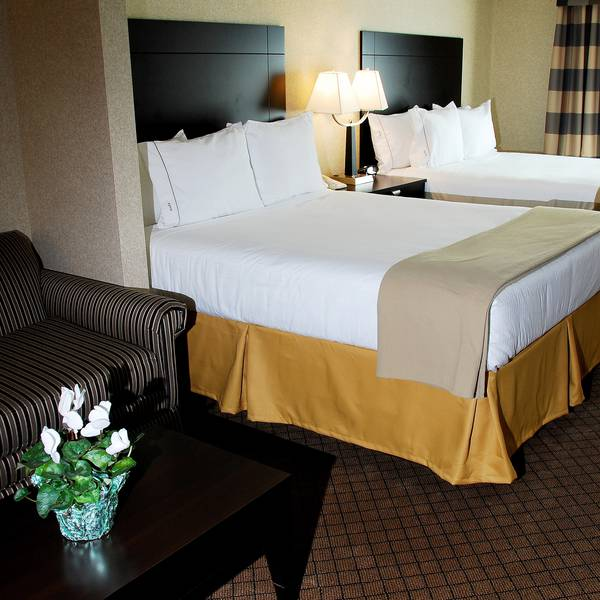 H. I. Express Hotel & Suites Halifax Airport, room