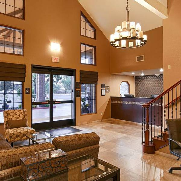 BW Town & Country Tulare - lobby