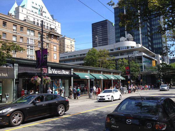 Robson Street - Vancouver - British Columbia - Canada - Doets Reizen