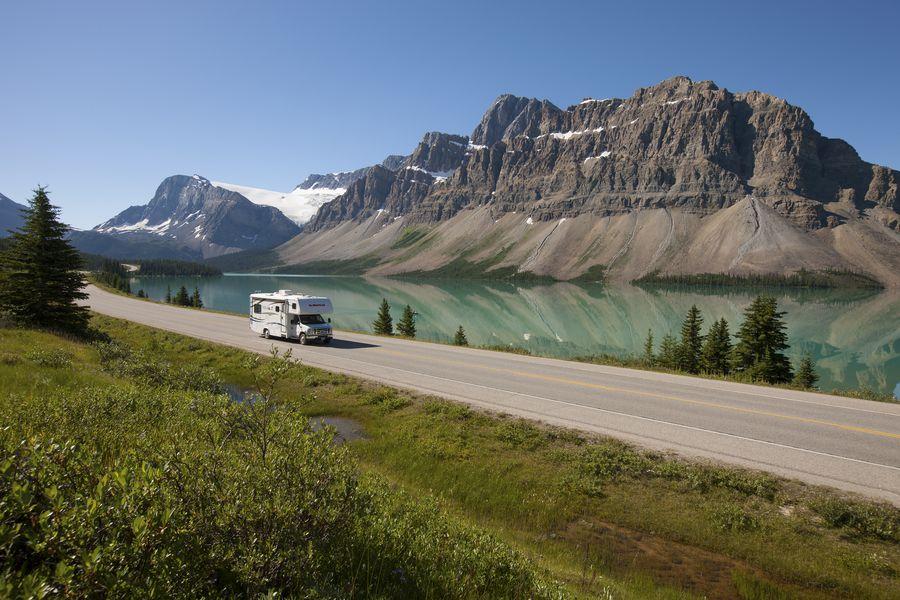 Met de camper van El Monte RV toeren over de Icefields Parkway
