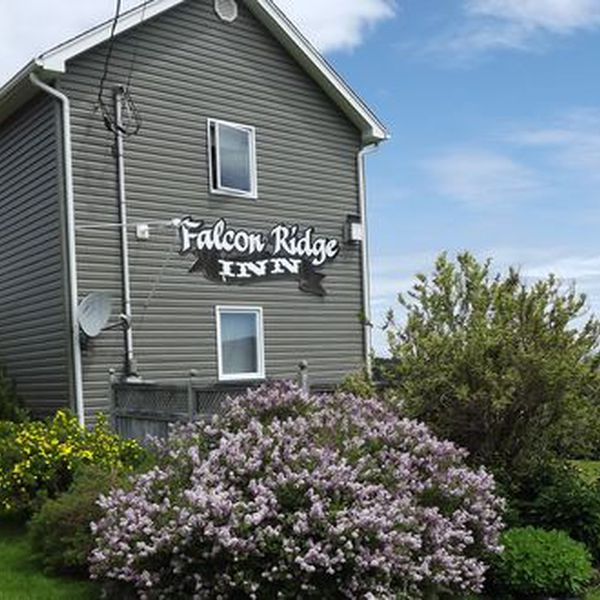 Falcon Ridge Inn Exterior