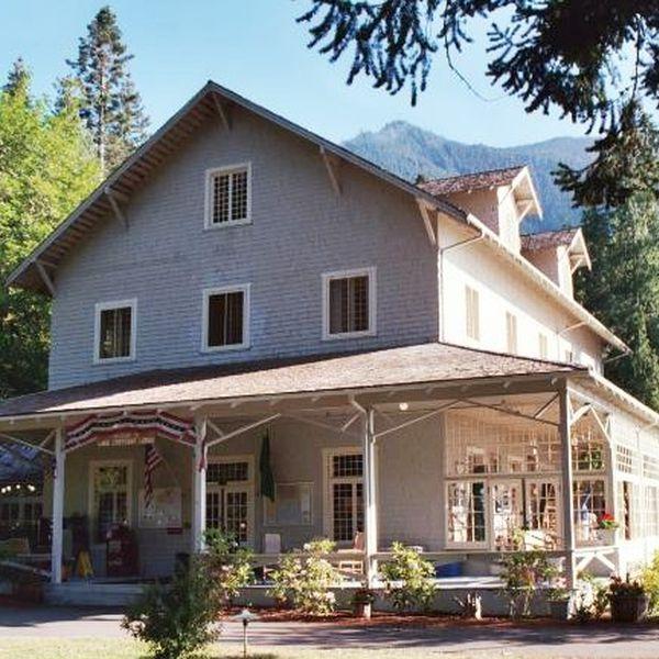 Lake Cresent Lodge - exterior 2