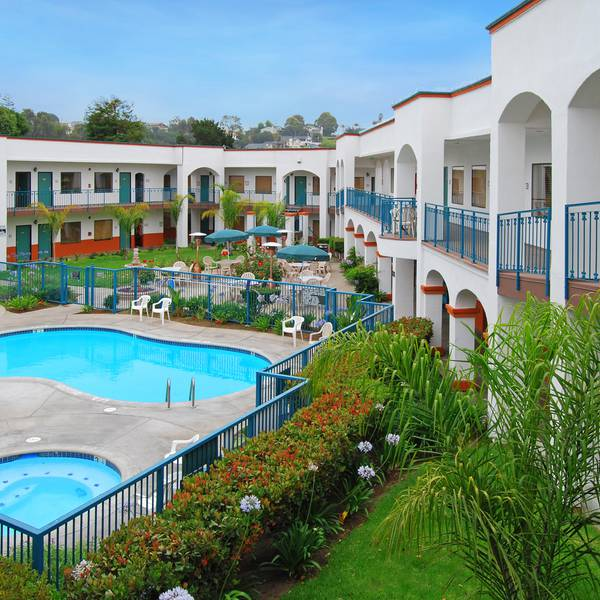 Oxford Suites - zwembad