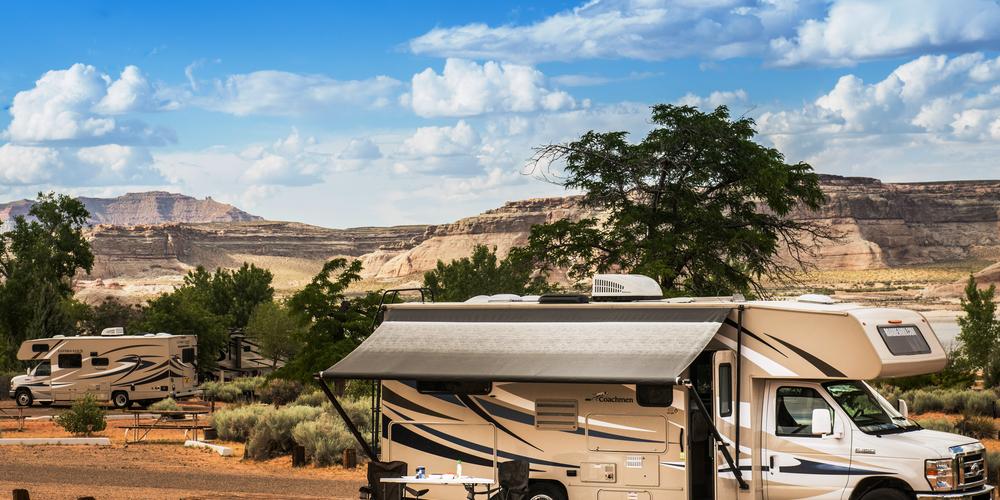 Kamperen met de camper op een camping in West Amerika