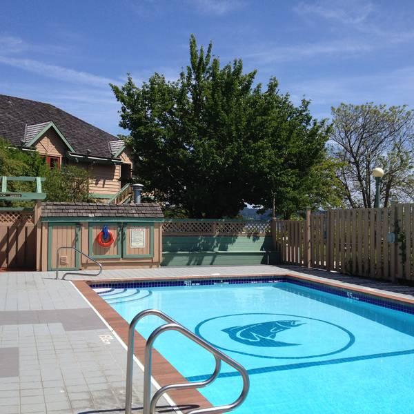 Painter's Lodge - zwembad