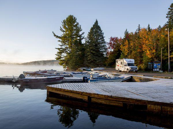 CanaDream camper op pad in Algonquin Provincial Park