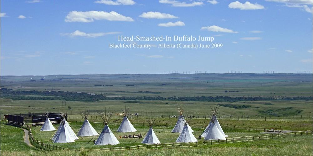 Teepees in de Prairies bij Head Smashed Buffalo Jump in Alberta.