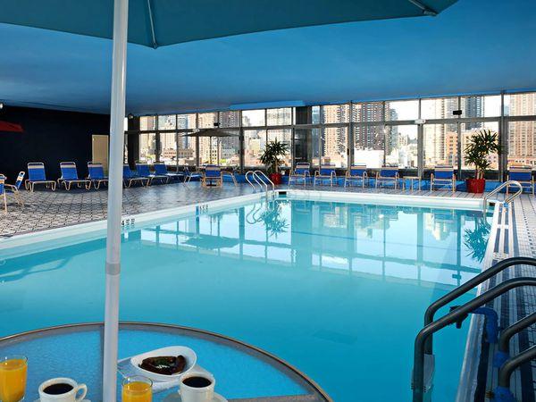 Skyline Hotel New York - pool