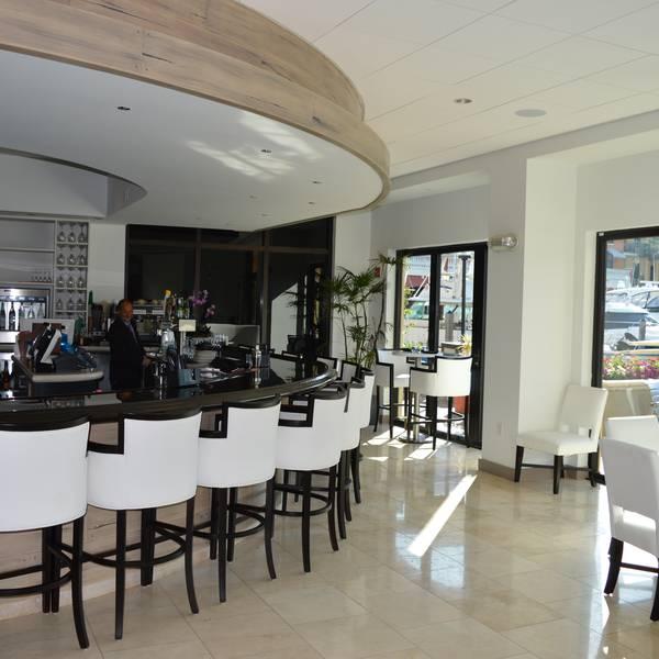 Naples Bay Resort - bar