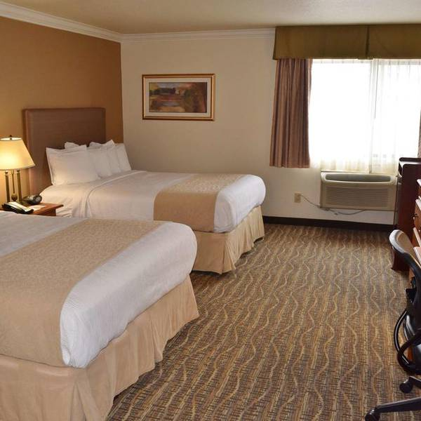 BW Town & Country Tulare - room