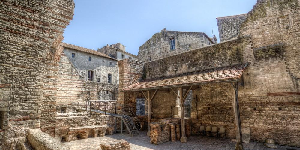 Stad Arles Afbeelding van falco via Pixabay