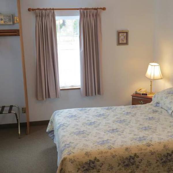 Captain's Inn Room