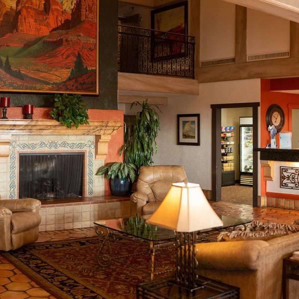 Desert Garden Inn lobby