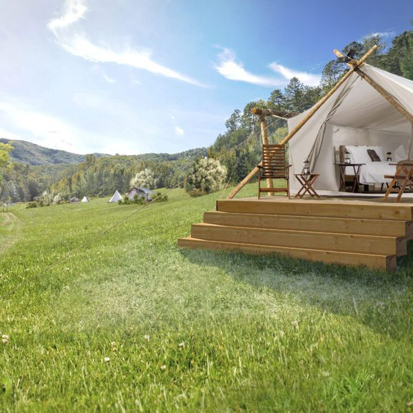 Under Canvas Smokey Mountain - deluxe tent
