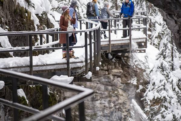 Wintersport - Icewalk Johnston Canyon - Banff - Lake Louise - Alberta - Canada - Doets Reizen
