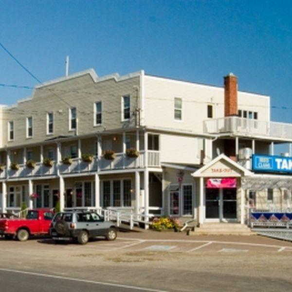 Parkland Village Inn - 1