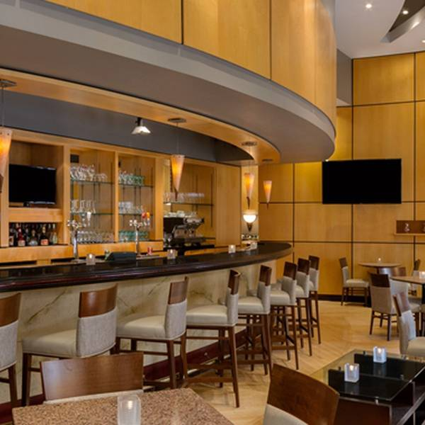 DoubleTree by Hilton Toronto - lobby2