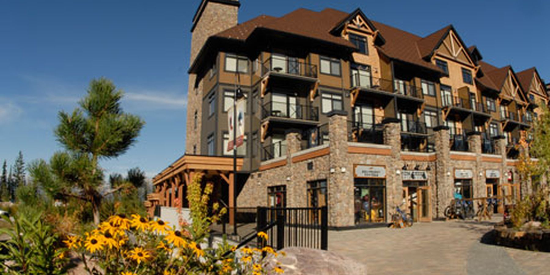 Glacier Mountaineer Lodge - aanzicht