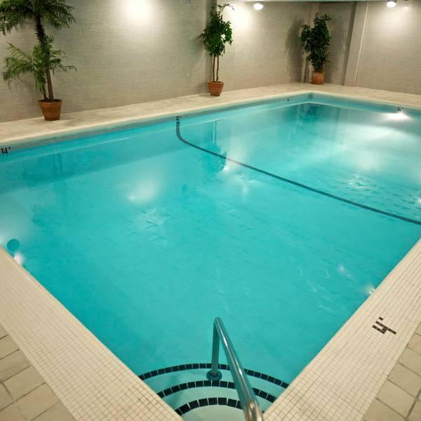 Century Plaza Vancouver - swimmingpool