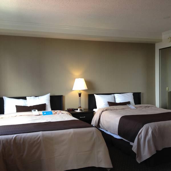Century Plaza Vancouver - room