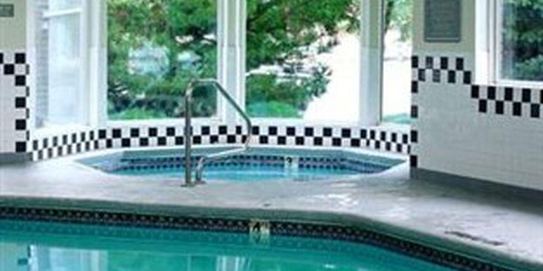 crystal inn great falls - pool