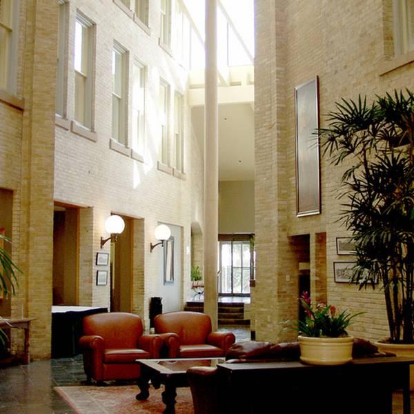 Crockett Hotel - lobby
