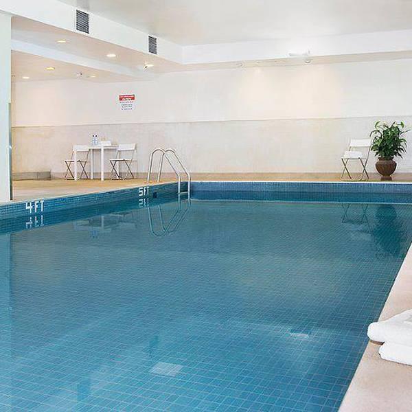 The International Hotel Calgary - pool