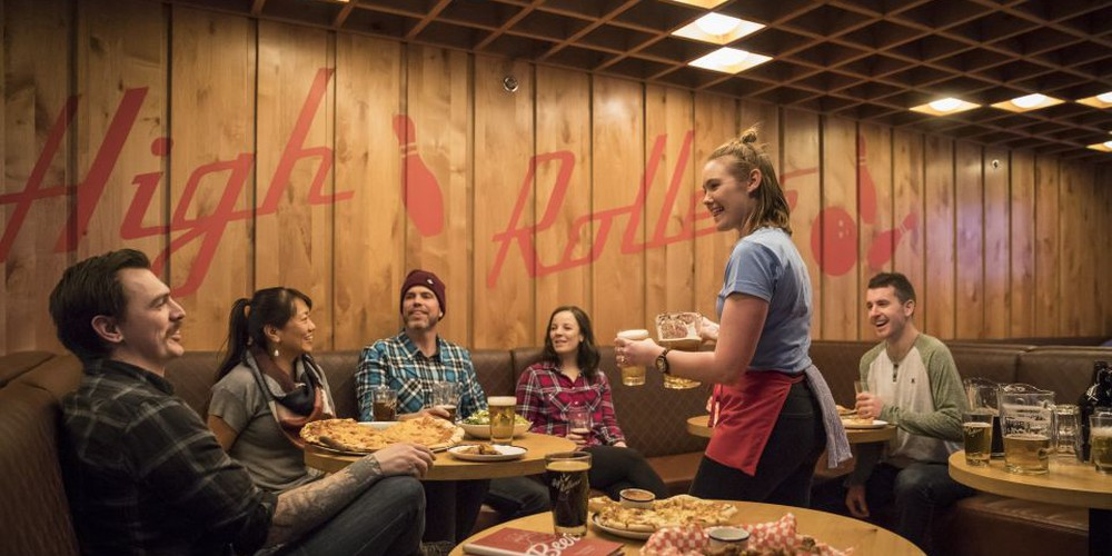 Pins, Pints & Pizza - Banff - Alberta - Doets Reizen