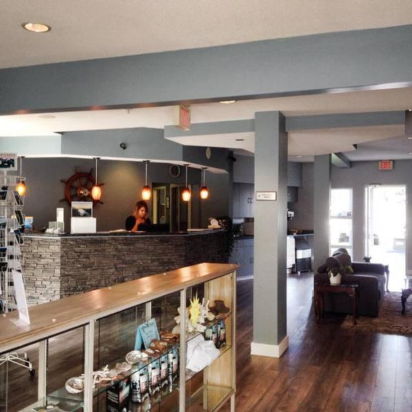 Quarterdeck Inn & Marinas Resort - lobby