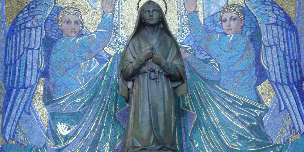 Lourdes Heilige Maria Frankrijk - Doets Reizen - afbeelding van Blumeline via Pixabay